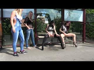 Alissa Noir - Blondinnen vs. Brnetten (1080p) [Amateur, Gothic Girl, Public, Pissing, Clothed]