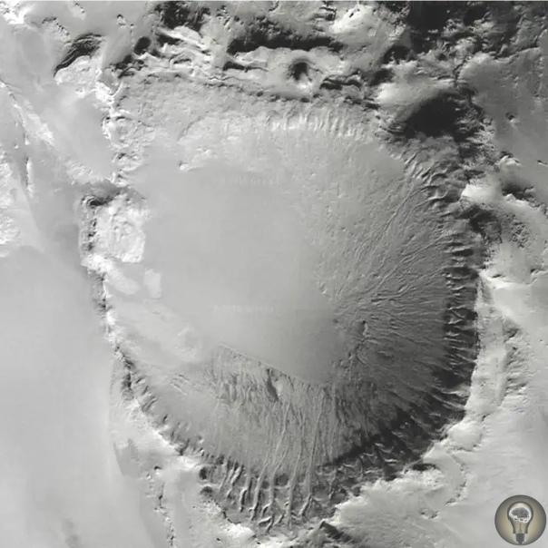 Неизвестный кратер в Сахаре откуда в пустыне возникла гигантская воронка Спутниковая система навигации предоставила человечеству множество возможностей. Помимо актуальных карт, люди могут