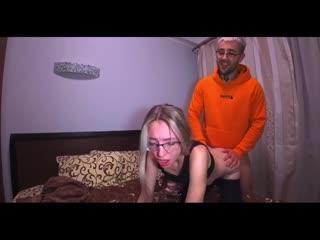 РУССКОЕ С ДИАЛОГАМИ)  Моя подруга разрешил чтобы ее парень трахнул и кончил в меня_BellaSergio_720