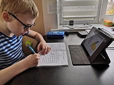 В Липецкой области поддержат детей, страдающих аутизмом, и их родителей