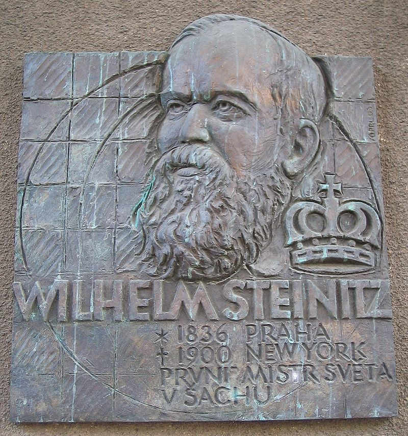 Памятная доска в Праге на здании философского факультета Карлова университета на месте дома, где родился Стейниц.