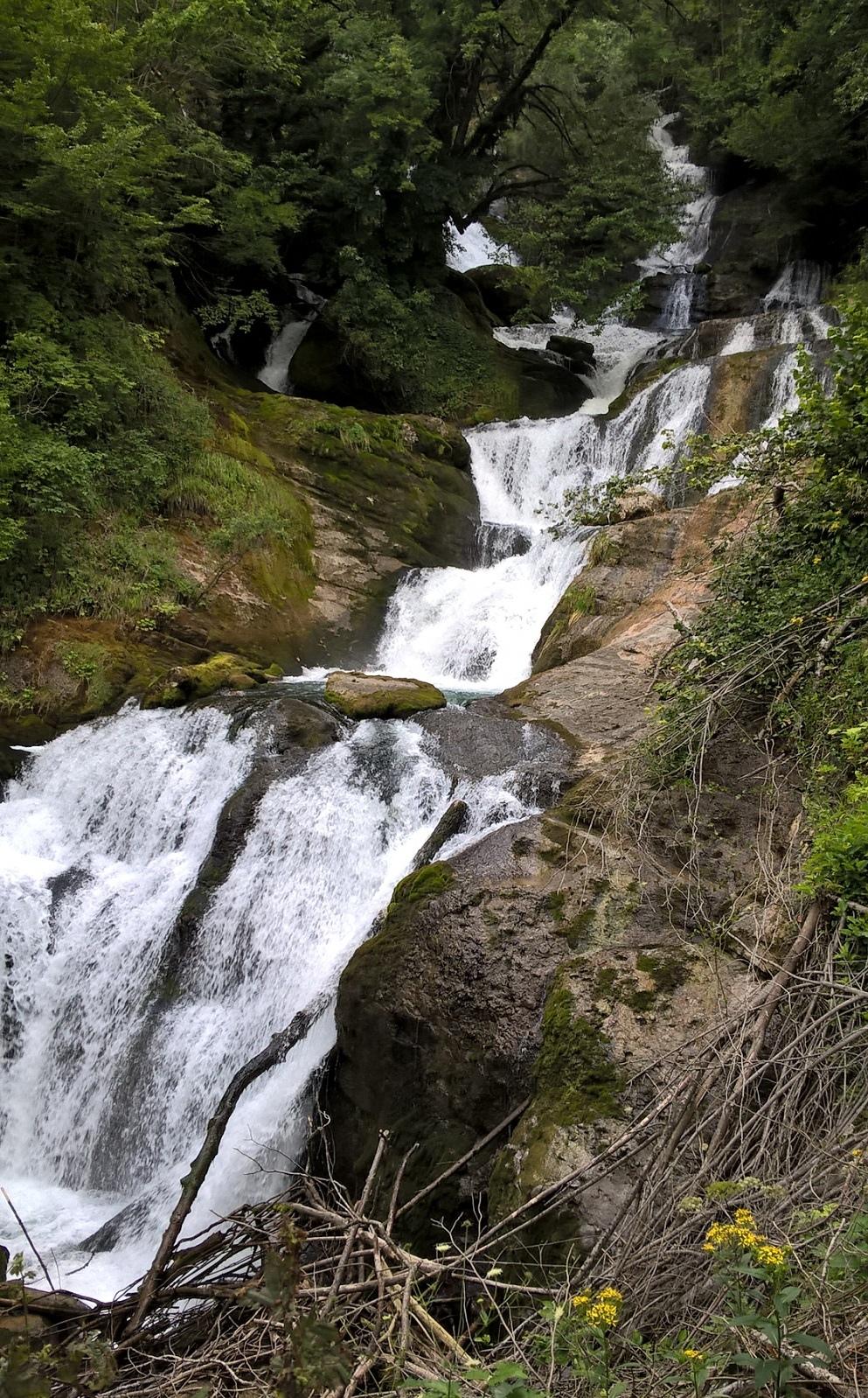 водопад Рачха в Лечхуми