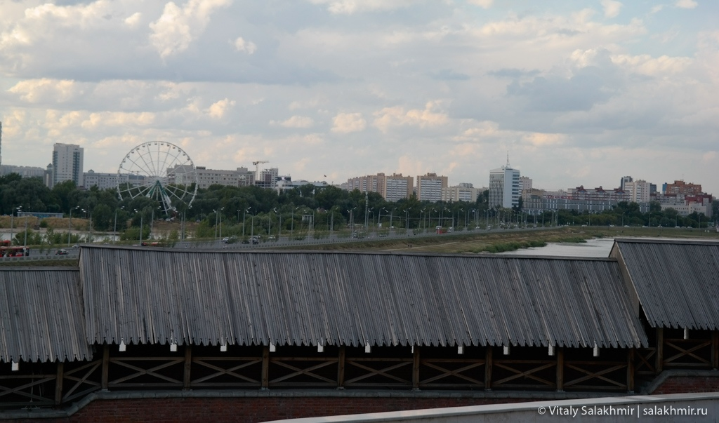 Казань дорога через реку, вид из Казанского Кремля 2020