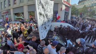 Nice :norme clash avec la police en centre-ville ! Matraquages et il vide sa gazeuse sur la foule !