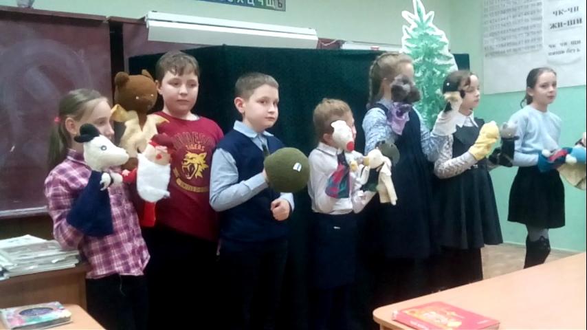 Учащиеся ДДТ вчера ставили кукольный театр для младших классов  СОО школы.
