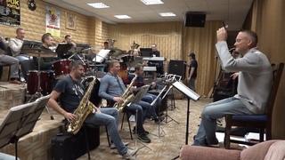 Городской концертный оркестр эстрадной и духовой музыки начал репетировать новую программу