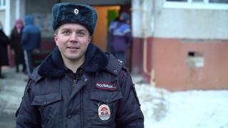 Полицейский из Усмани на руках вынес женщину из горящего дома