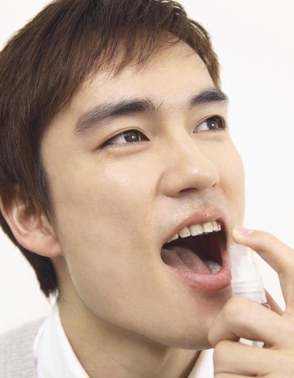 Спрей для дыхания помогает бороться с зубным камнем.