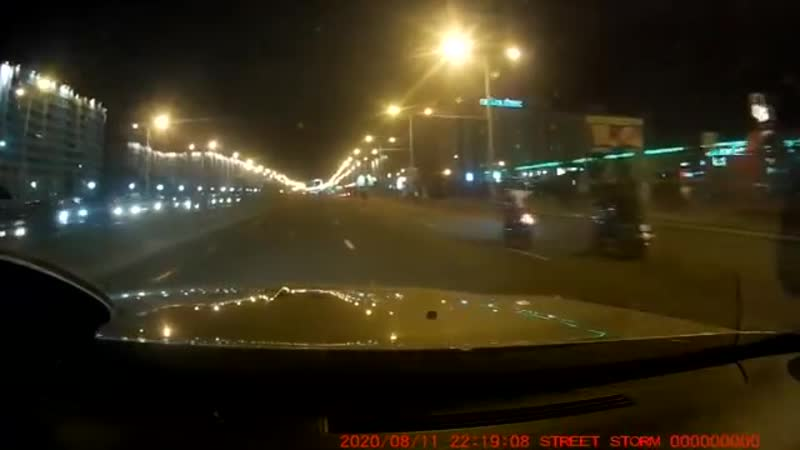 Вечером 11 августа неизвестный бросил камень в лобовое стекло автомобиля ДПС
