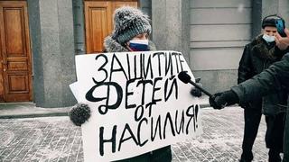 В Омске школьницы жестоко избили знакомую из-за мальчика. Девочка пролежала в больнице 21 день.