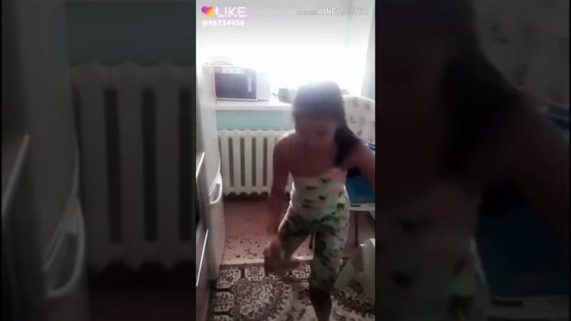 Девочка молодец подхватила ЭСТАФЕТУ 2019 Астана Мы казахи любим чистоту Айжан Байзакова Денис Тен