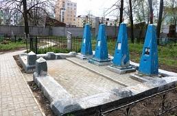 На старейшем липецком кладбище ко Дню Победы приводят в порядок воинские могилы