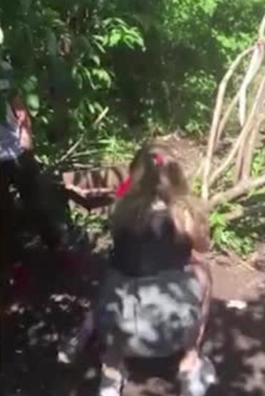 Заманили и избили: на Урале школьница устроила групповое наказание для сверстницы В Красноуральске школьница устроила групповое избиение сверстницы, которая якобы оскорбляла в соцсетях их