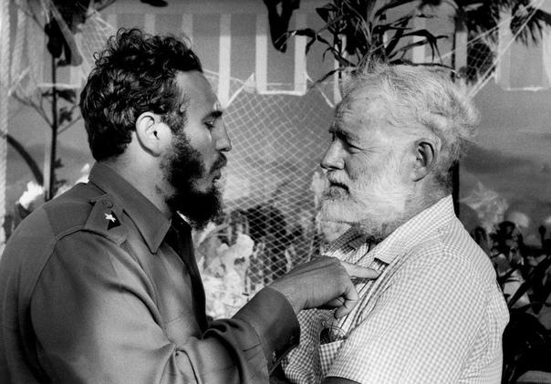 Фото 1960 года. Эрнест Хемингуэй и Фидель Кастро. Куба.