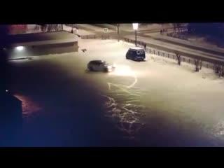 Ночной дрифтер на Порше устроил ДТП в центре Салехарда и скрылся.