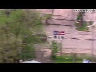 Во время полицейской погони преступник врезается в бок машине / a police chase ended when the suspect hit an innocent driver