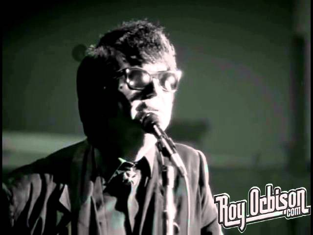 Roy Orbison - It's Over from Black and White Night