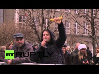 Исландия: Новый Премьер-Министр назначен протесты продолжаются над утечкой Панама Документы.