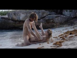 Нежный секс влюбленной пары на берегу моря (Секс на улице, Юные девушки, X-Art)