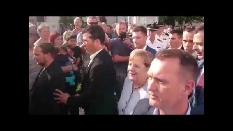 Merkel in Vacha Ohrenbetäubender Lärm Merkel muss weg buh hau ab Protest Rufe