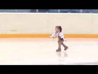 Ей всего 2,5 года! Самая маленькая фигуристка Казани.