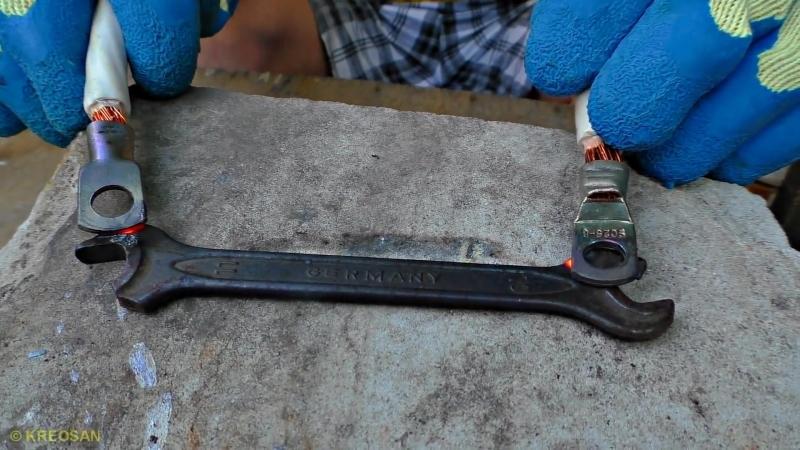 Плавлю ТРАНСФОРМАТОРОМ металл ⚡ Кипит железо Опасные опыты с микроволновкой