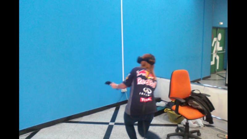 Девушка сражается на арене Vector_VR EKB