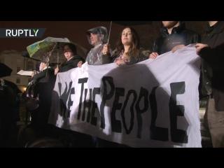 Противники Трампа устроили акцию протеста у Белого дома