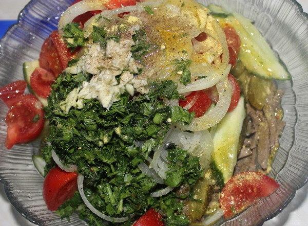 Салат с печенью и овощами, изображение №8