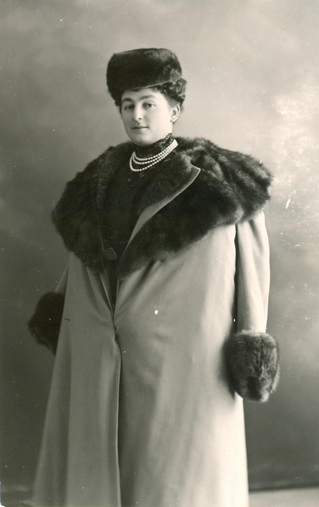 Анна Горчакова в шубе. Начало XX в.