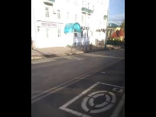 В Пензе парень вышел на дорогу поприветствовать маршрутку