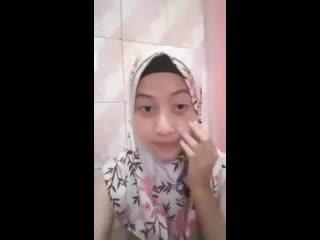 hijab cantik bugil mainin toket di kamar