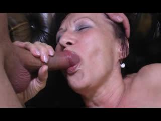 Порно --  ей 67 -- старуха давно положила глаз на извращенца -- gilf granny sex <><>