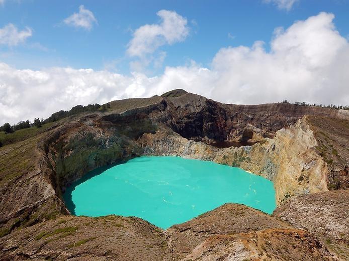 Цветные озера Келимуту, изображение №4