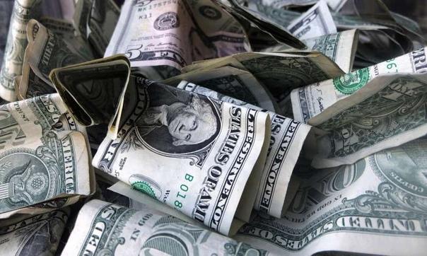 Мнение: Американцы могут признать все доллары за пределами США пустыми бумажками