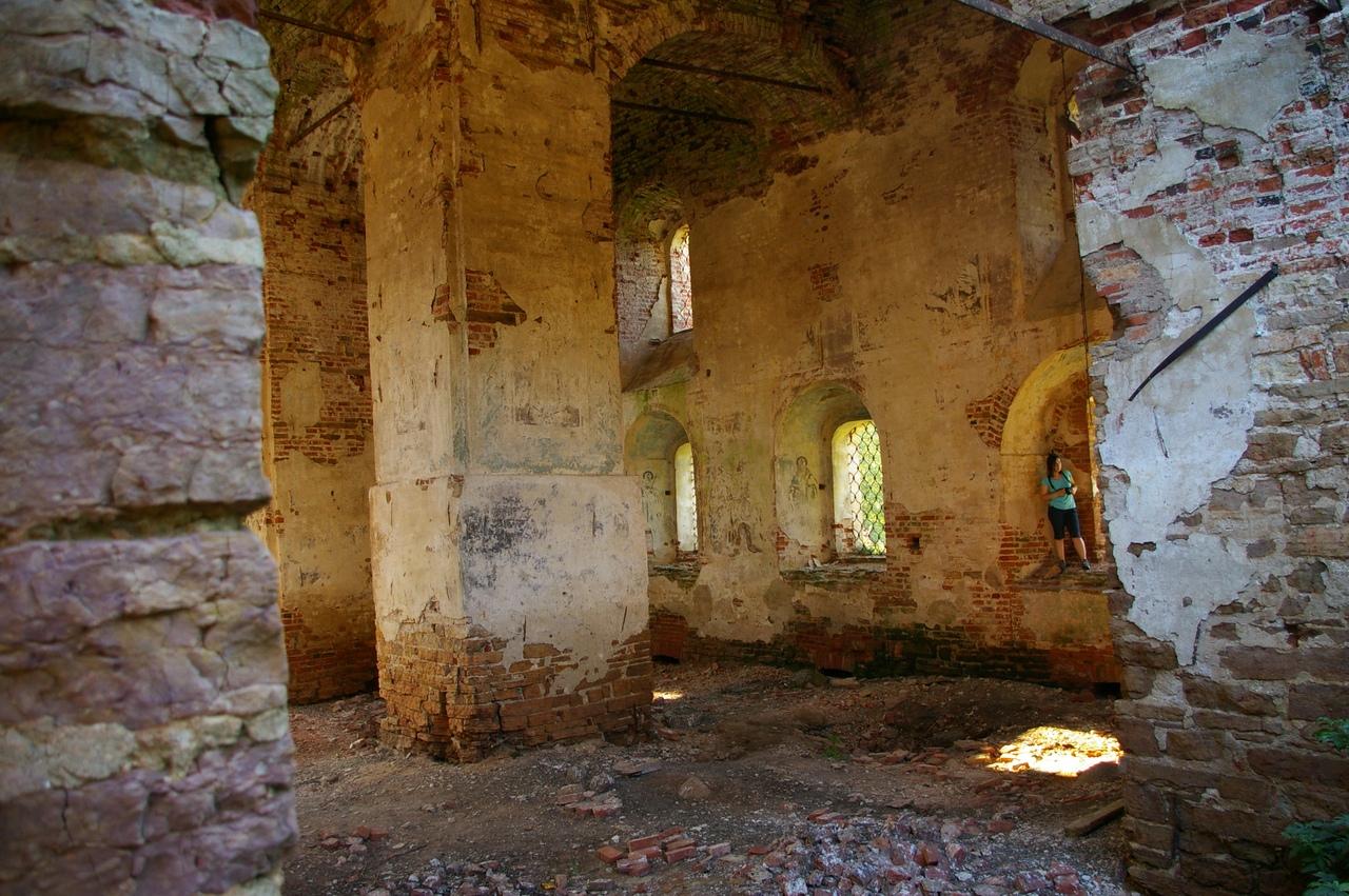 Последний день лета в Новгородской области. Развалины монастыря в деревне Буреги.