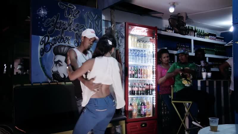 🌴 Bachata Dominicana en Cabarete - Felix Cumbe La Niña Violada