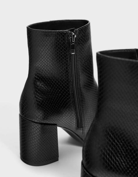 Ботильоны на высоком каблуке с эффектом змеиной кожи