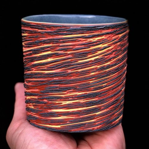 Многослойная, красочная керамика Шона Фореста Робертса Гончарное искусство появилось ещё в доисторическую эпоху, но существует немало ремесленников, которые не перестают удивлять своими