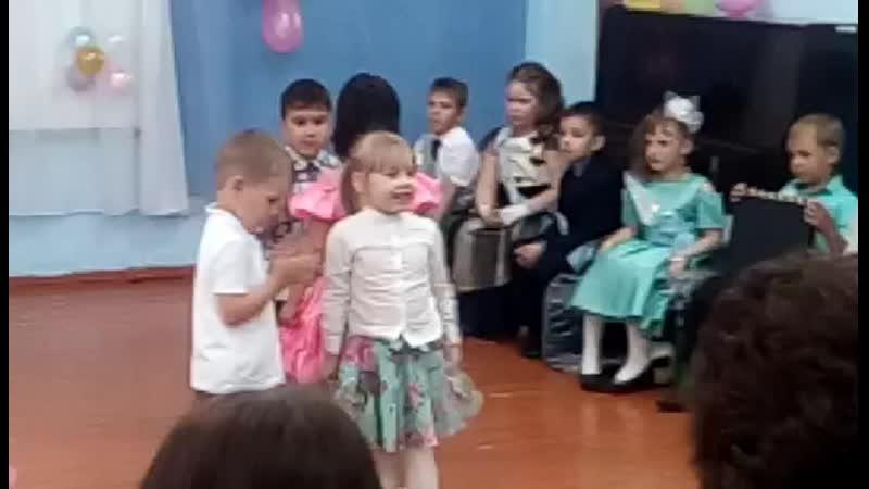 Василиса на выпускном Оксаны