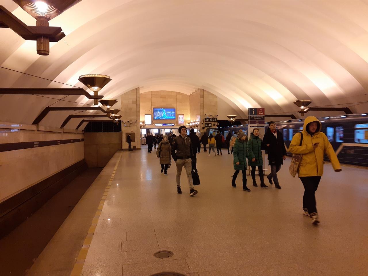 Спортивная - самая необычная станция метро Петербурга. Два этажа и мертвые тоннели
