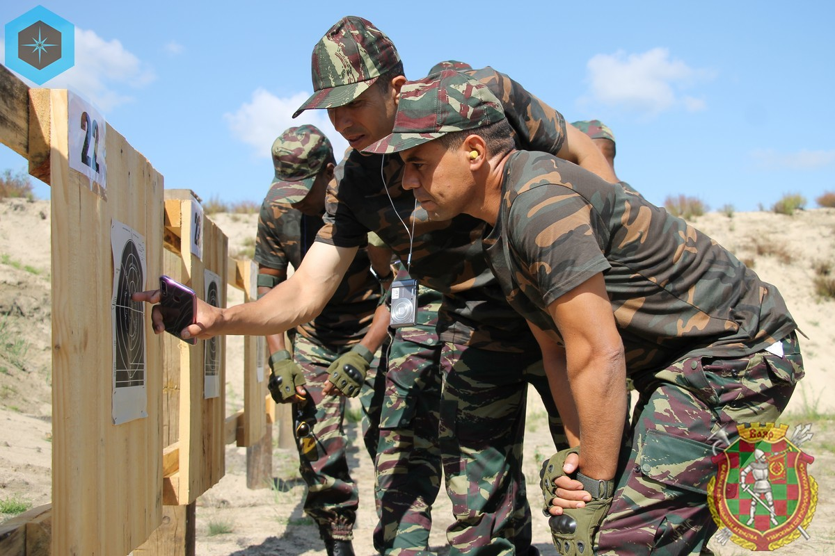 Photos de nos soldats et des Bases Marocaines - Page 7 5qiYJMUGv0I