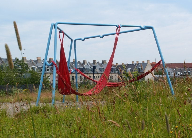 off ground - playful seating elements for public spaces
