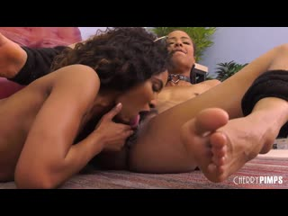 Kira Noir And Demi Sutra Use Their Fucking Machines And Strap On LIVE  - Lesbian Sex, Порно