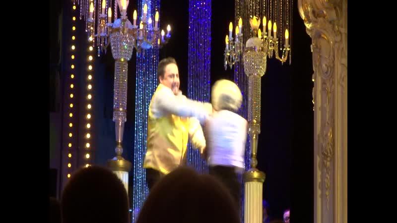Танец Стасси и Бони