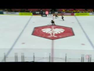 ! how about this! @skelleftea_aik put the puck into their own net on the delayed penalty!