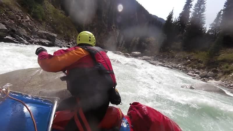 Киргизия. река Ченг Кемин. порог Каменоломня. 2018 г.сентябрь
