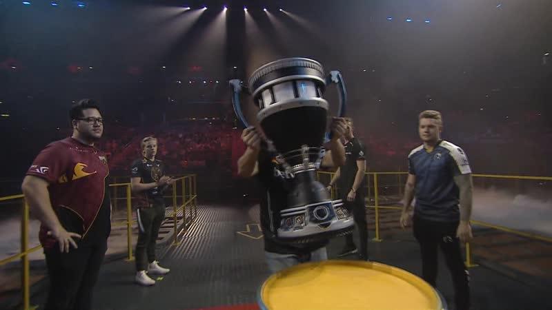 Gob b brings trophie