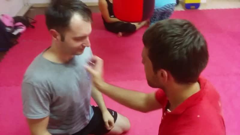 2 Тренировка в болевом воздействии на глаза.