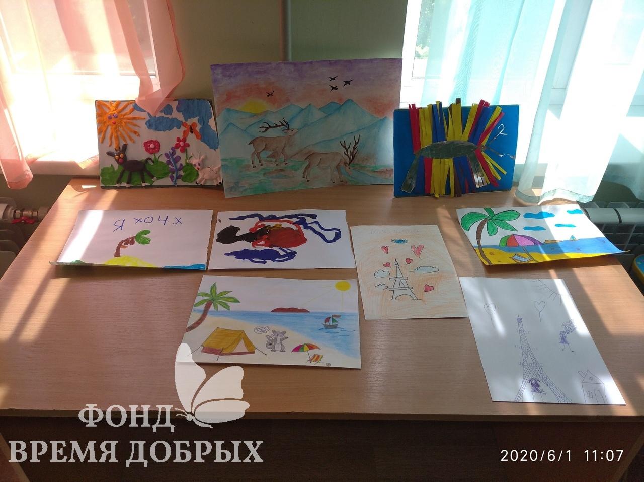 Выставка рисунков онкобольных детей